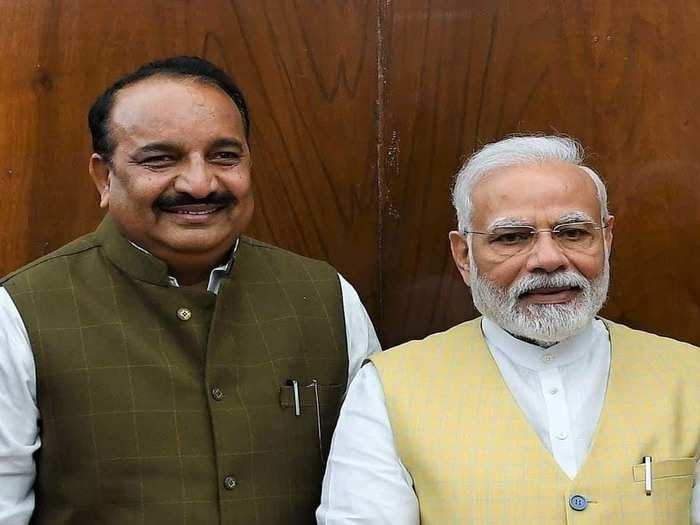 PM के साथ दिनेश सिंह (फाइल फोटो)