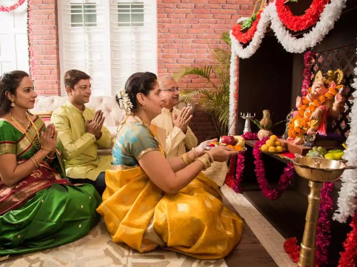 ವಾಸ್ತು ಪ್ರಕಾರ ಪೂಜಾ ಕೋಣೆಯ ವಿನ್ಯಾಸ ಹೇಗಿರಬೇಕು..? ಪೂಜಾ ಕೋಣೆ ಹೀಗಿರಲಿ..