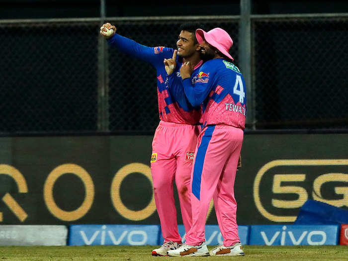 hilarious memes on twitter parag riyan and rahul tewatia selfie celebration after rahul tripathi wicket in rr vs kkr match