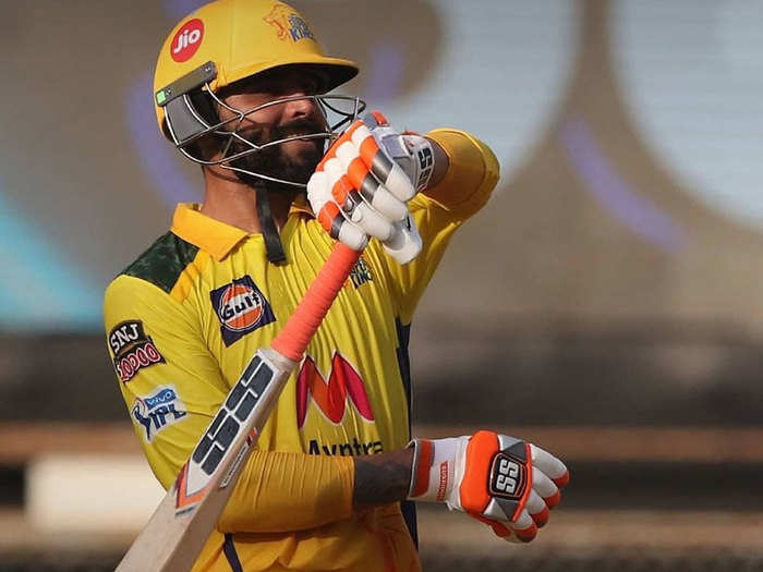 watch video twitter reaction ravindra jadeja hits 5 sixes and a four to harshal patel in a last over csk vs rcb ipl 2021
