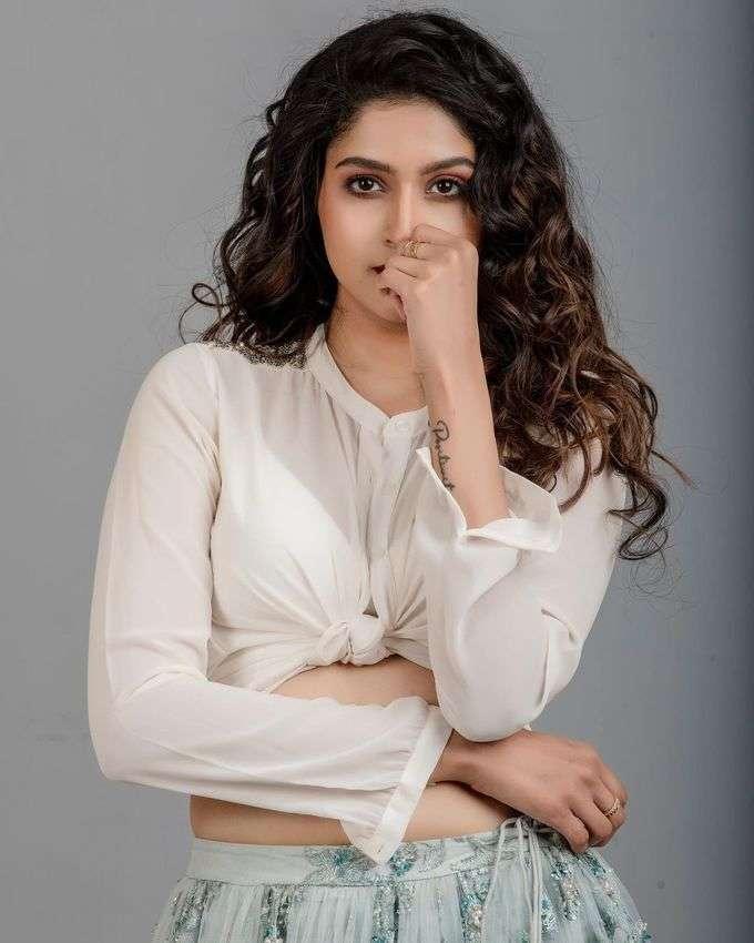 தான்யா ரவிச்சந்திரன் அழகிய போட்டோஷூட்