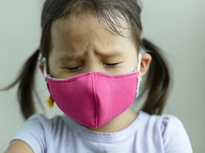 babies and toddlers under 2 years old should not wear a mask during covid19 here know the reason