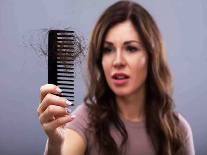 तरुणांमध्ये केसगळतीच्या समस्येत वाढ, टक्कल पडण्याची समस्या टाळायचीय? नक्की वाचा ही माहिती