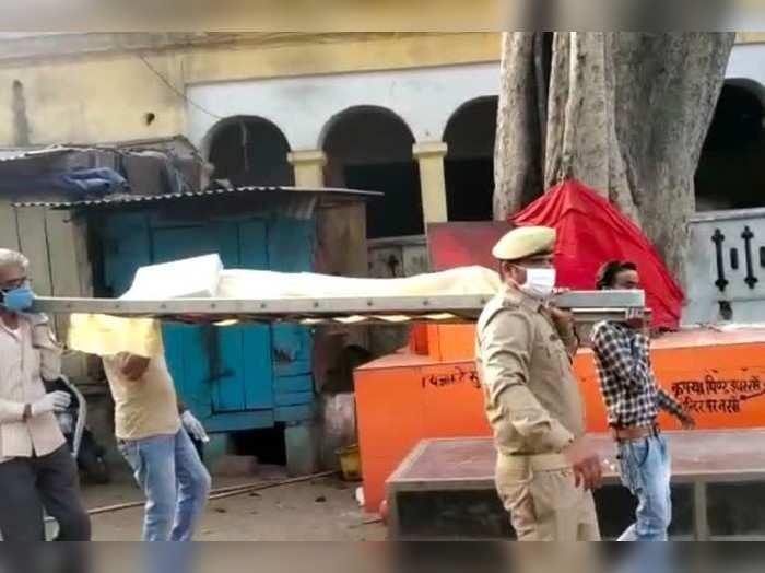 मुरादाबाद में सिपाही ने दिखाई इंसानियत, अर्थी को दिया कंधा