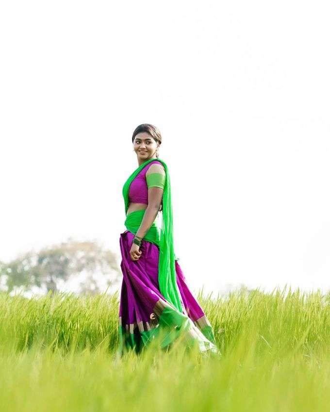 நடிகை ஷாலு ஷம்மு தாவணியில் அழகிய போட்டோஷூட்