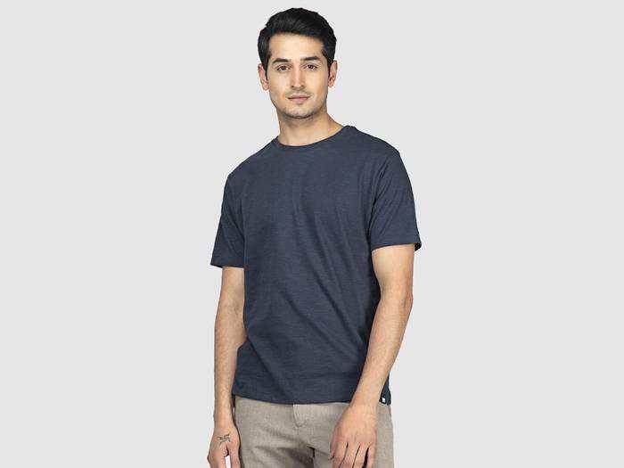 Mens Fashion : स्टाइलिश दिखने के साथ कंफर्ट का भी रखें ध्यान, खरीदें Mens T-Shirt