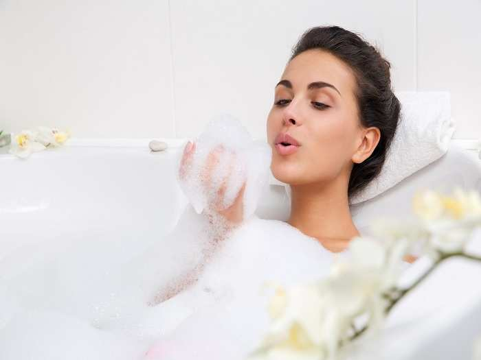 benefits of taking a hot bath after a caesarean section in hindi