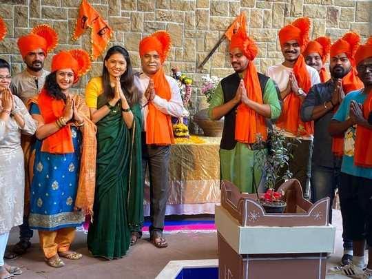 झी मराठीवरील मालिकांच्या सेटवरही महाराष्ट्र दिनाचा उत्साह, पडद्यामागील तंत्रज्ञानाचा केला सन्मान