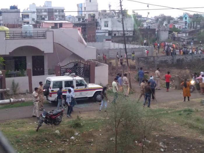 पोलिसांवर हल्ला, तुफान दगडफेक, टोलीतील घटना