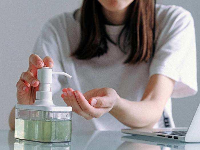 Hand Sanitizers : अल्कोहल बेस्ड Sanitizers से हाथ रहेंगे जर्म्स फ्री और सुरक्षित
