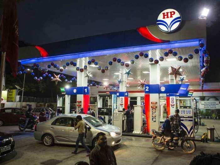 दूसरे दिन पेट्रोल 19 पैसे तो डीजल 21 पैसे हुआ महंगा (File Photo)
