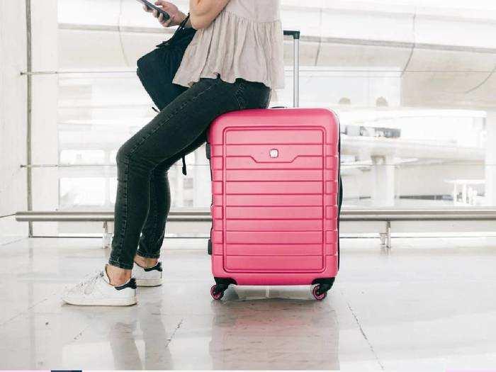 अट्रैक्टिव कलर और डिजाइन में Cabin Luggage, कीमत 2,299 रुपए से शुरू