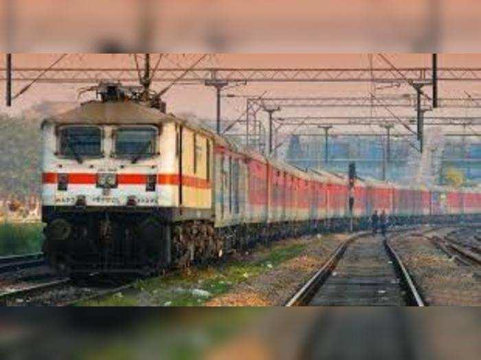 रेलवे ने लंबी दूरी की 28 जोड़ी ट्रेनें रद्द कर दी हैं।