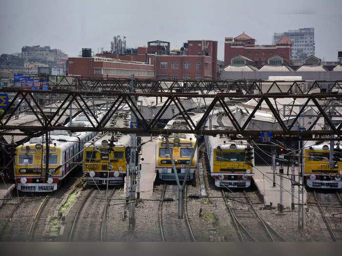 पश्चिम बंगाल ट्रेन से जा रहे हैं तो भी कोरोना निगेटिव रिपोर्ट जरूरी (File Photo)