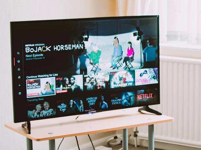 Smart TV: शानदार फीचर्स वाले Smart TV हैवी डिस्काउंट पर खरीदें, शुरूआती कीमत ₹15,000 से भी कम