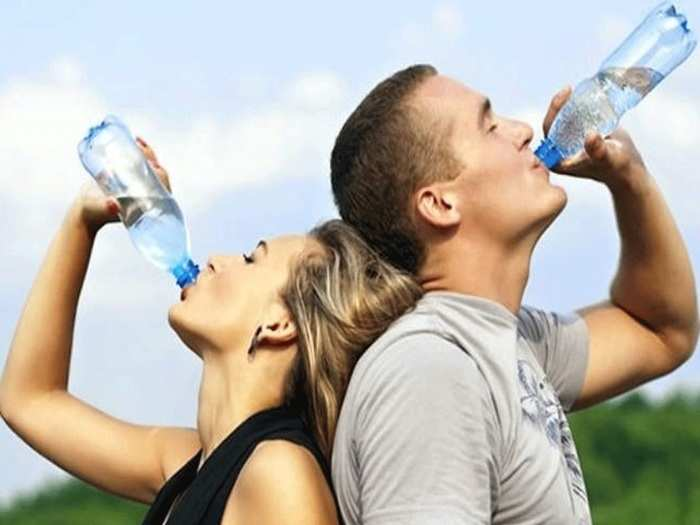 how much water should you drink every day to get rid of skin issues during coronavirus period in marathi