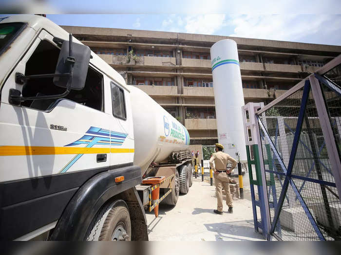 Jammu: A tanker carrying medical oxygen for COVID-19 patients being unloaded at ...