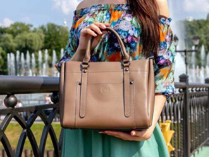Amazon से 2,399 रुपए का Womens Handbag खरीदें केवल 649 रुपए में