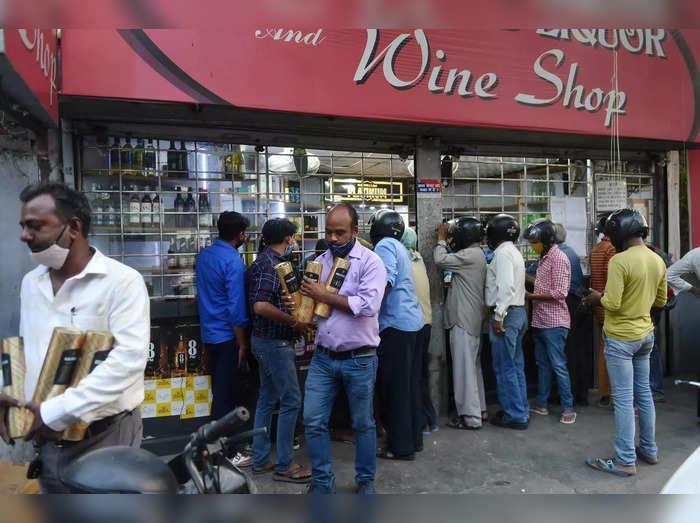 जम्मू कश्मीर के शराब कारोबारी चाहते हैं सरकार से पैकेज (File Photo)