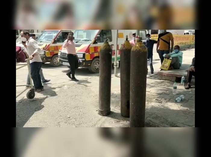 शाहजहांपुर: ऑक्सिजन की जरूरत बताकर ले गए सिंलिडर... अब तक 750 ने सरेंडर नहीं किए सिलिंडर... घरों में किए हुए हैं स्टॉक