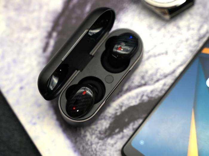 Earbuds: सुनें हाई क्वालिटी साउंड वाले म्यूजिक इन लेटेस्ट Earbuds में
