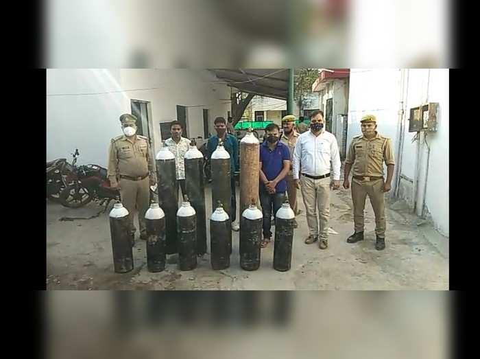 कानपुर: ऑक्सिजन सिलिंडर की कालाबाजारी... 55 हजार में बड़े और 40, 000 में छोटे सिलिंडर बेचते थे