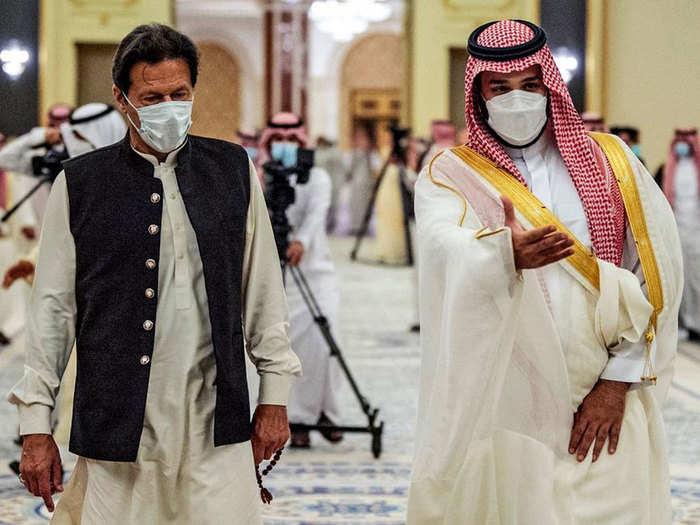 pakistan pm imran khan saudi arabia tour visit kaaba the doors of kaaba open for imran khan