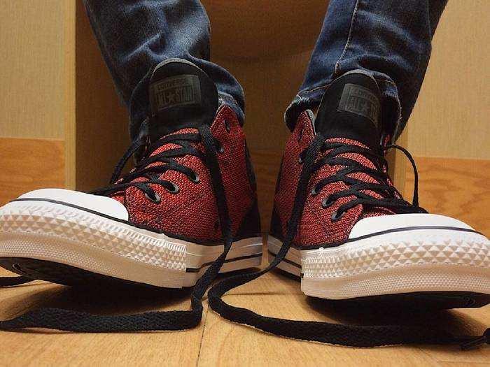 Shoes: रहें स्टाइलिश और कंफर्टेबल इन Casual Shoes में, करें 56% तक की बचत