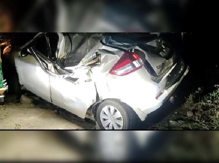 फिरोजाबाद में बारातियों की कार पेड़ से टकराई 3 की मौत, दूल्हे सहित कई लोग घायल