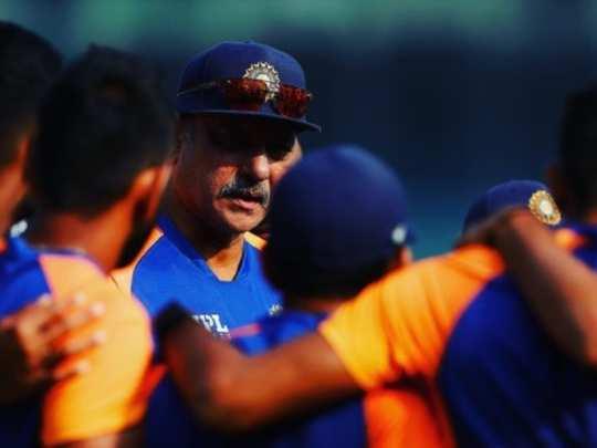 कोच रवि शास्त्री टीम इंडिया के साथ