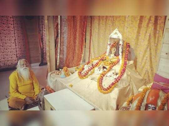 भजन गायिका अनुराधा पौडवाल ने राम लला के लिए भिजवाया खादी का विशेष वस्त्र, अक्षय तृतीया पर भगवान ने किया धारण