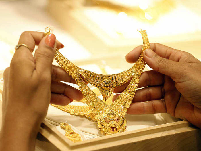 gold price inches up 146 rupee, silver price also up