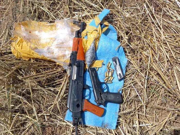 जम्मू कश्मीर में हथियार बरामद
