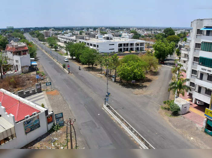 Amravati: A city street wears a deserted look during complete lockdown imposed ...