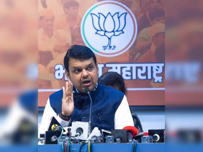 Mumbai: BJP leader Devendra Fadnavis addresses media, in Mumbai. (PTI Photo)(...