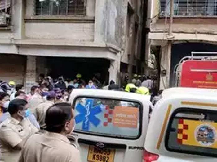 उल्हासनगरात इमारत दुर्घटना