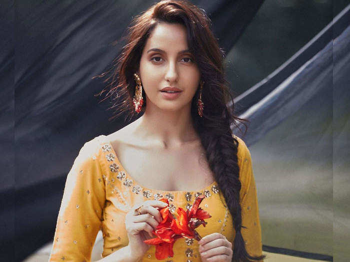 nora fatehi looks hot and beautiful in jj valaya suit