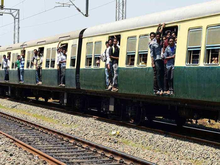 दिल्ली एनसीआर की छह जोड़ी लोकल ट्रेनें रद्द (File Photo)