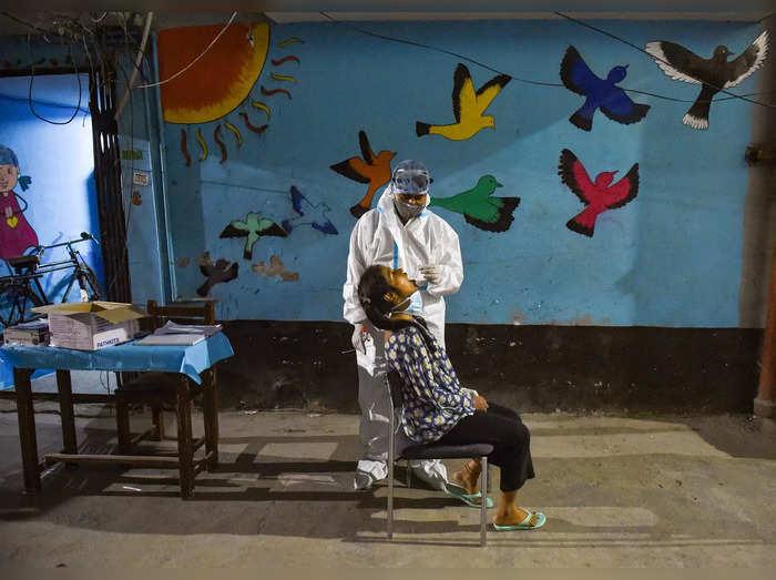 Covid vaccination in UP: यूपी में 18+ वालों के वैक्सीनेशन लिस्ट में 5 और जिले जुड़े, देखें अब किन जिलों में हो रहा टीकाकरण
