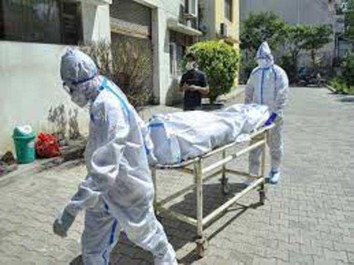 रोजाना औसतन 4,000 लोगों की कोरोना से मौत हो रही है।