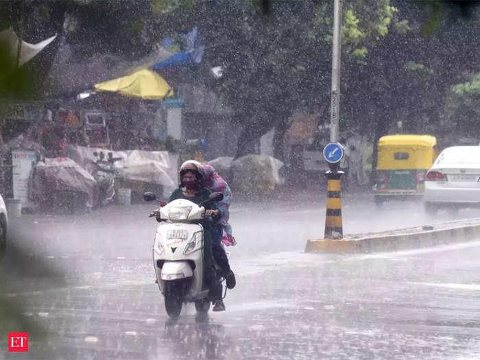 मुंबई में तेज बारिश हुई