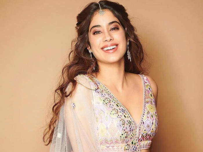 janhvi kapoor want a simple wedding know reason behind it in marathi