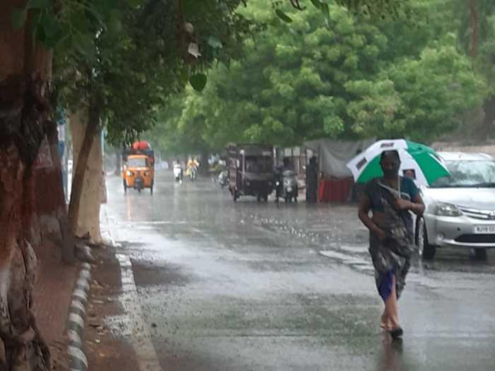 Rajasthan News: Rajasthan mei tauktae toofan : आज तूफान के कमजोर के बाद भी  कई जिलों में रहेगा बारिश का असर , जाने डिटेल्स - Navbharat Times