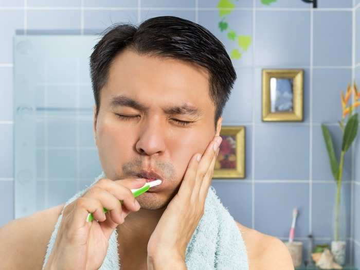 how to choose right toothbrush for your teeth dental expert tips in hindi