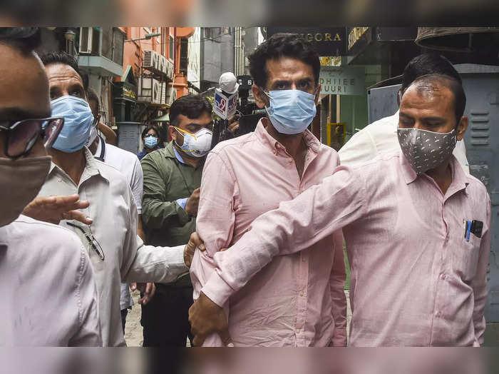 saket metropolitan court reject delhi police 5 day remand court sends navneet kalra to jail, दिल्ली पुलिस की 5 दिन की रिमांड की मांग खारिज, कोर्ट ने नवनीत कालरा को भेजा जेल -