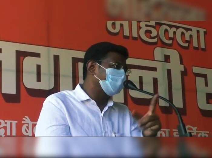 Gorakhpur News: कोरोना का दर्द बयां करते रो दिए DM, कहा- लोग मरने का इंतज़ार कर रहे थे कि एक मरेगा तब उन्हें बेड मिलेगा