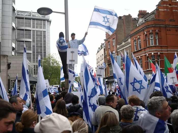Pro-Israeli demonstration outside Israels Embassy in London (1).