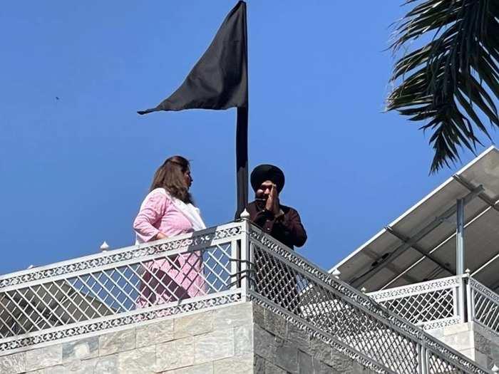 Navjot singh Sidhu hoist black flag