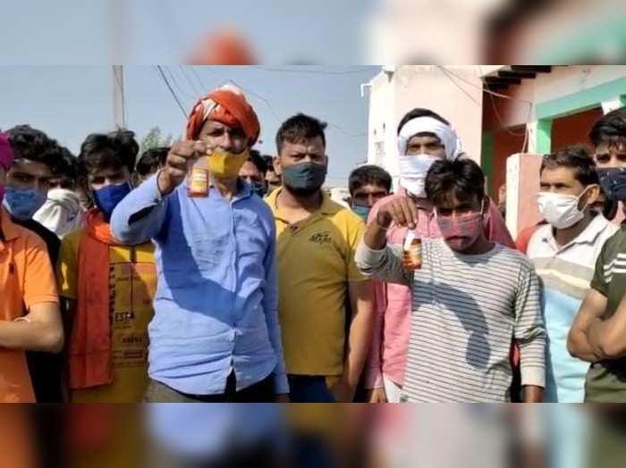 अलीगढ़ शराब कांड: आबकारी अधिकारी समेत 4 ऑफिसर सस्पेंड, आरोपियों पर 50 हजार का इनाम घोषित