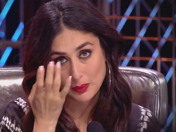 kareena kapoor wardrobe malfunction she forgot to remove safety pin from her blouse in marathi